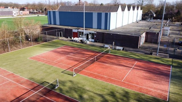 Tennisbaan vanuit de lucht